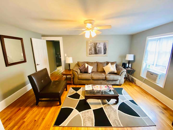 Charmming 1-B apt. Near Downtown and hospitals.