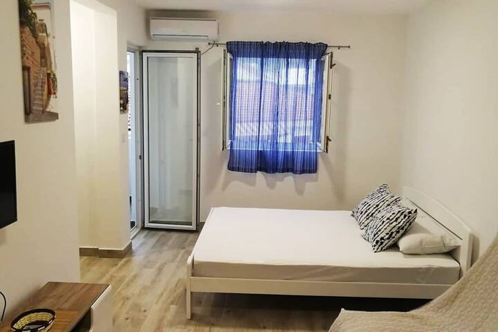 Completely renovated/equipped apartment near sea