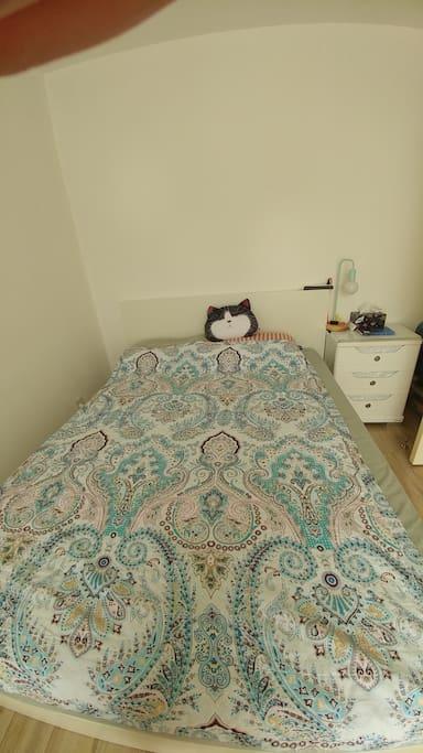 卧室简单齐全