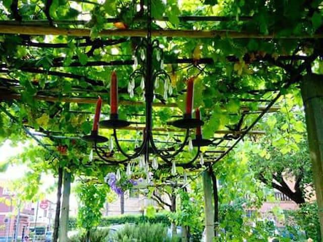 Dimora d'epoca con giardino nella piana d'Assisi