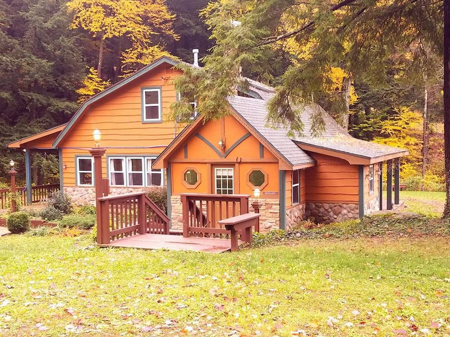 Hobbit House in the Fall