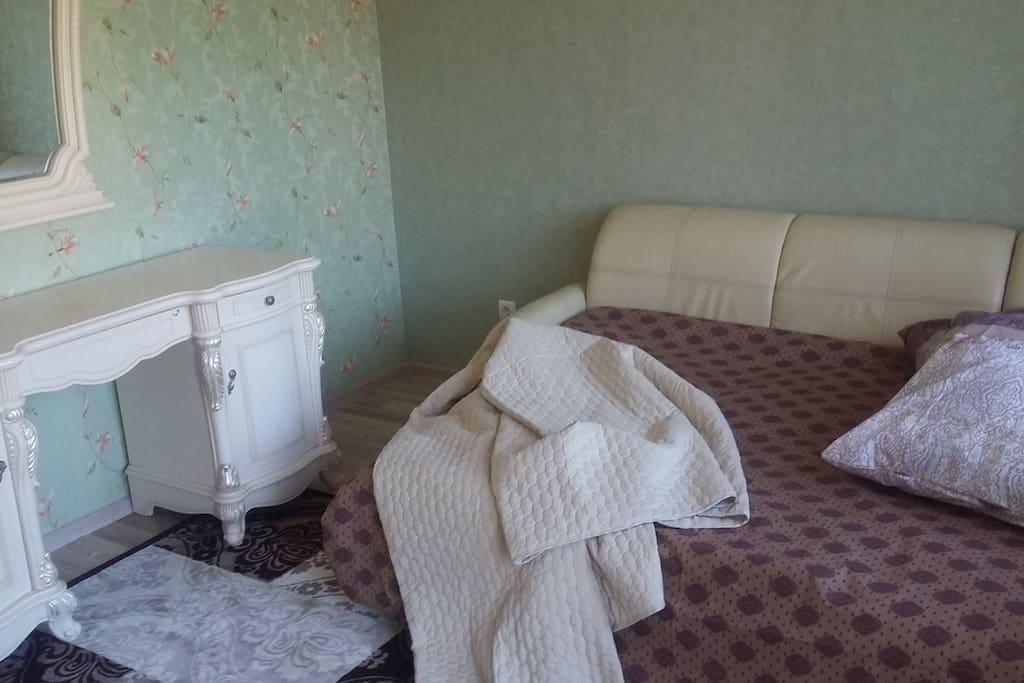 Спальня 15 метров, диван-кровать