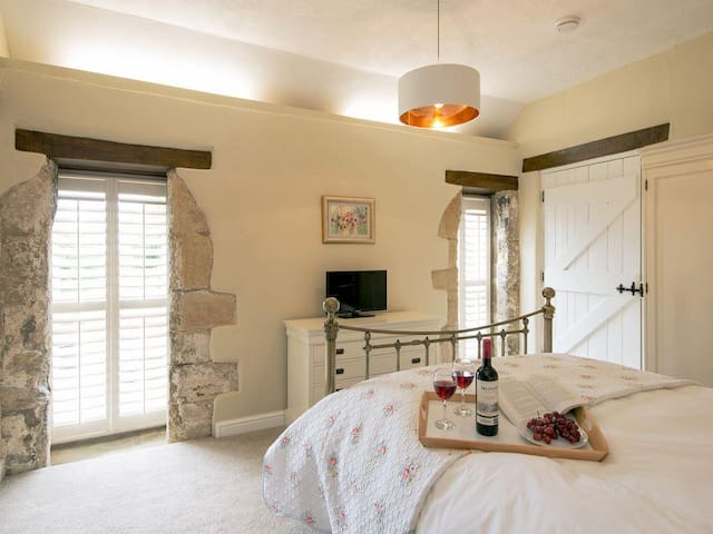 The Hayloft 2 Bed-Deluxe-Apartment-Ensuite with Bath