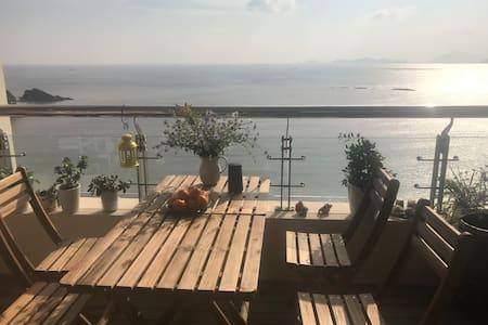 秀山岛最美景区内海景公寓1大床房,朝东大阳台,日出拍摄最佳位置,俯瞰秀水湾全海景,宜家寝具,治愈休闲