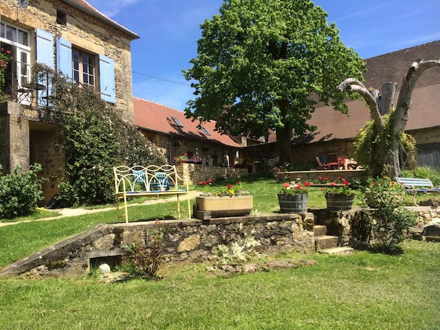 Lovingly restored French piggeries - Anlhiac - Dom