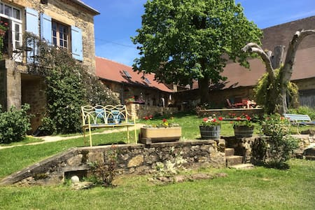 Lovingly restored French piggeries - Anlhiac - Hus