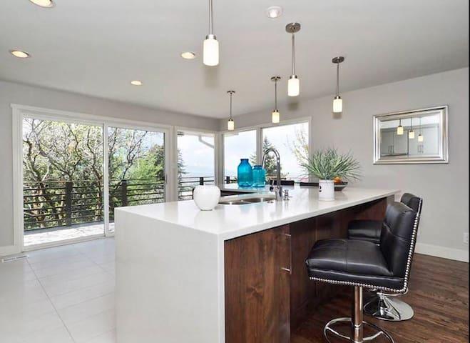 Scenic Modern Comfort in Millcreek - Salt Lake City - Ev