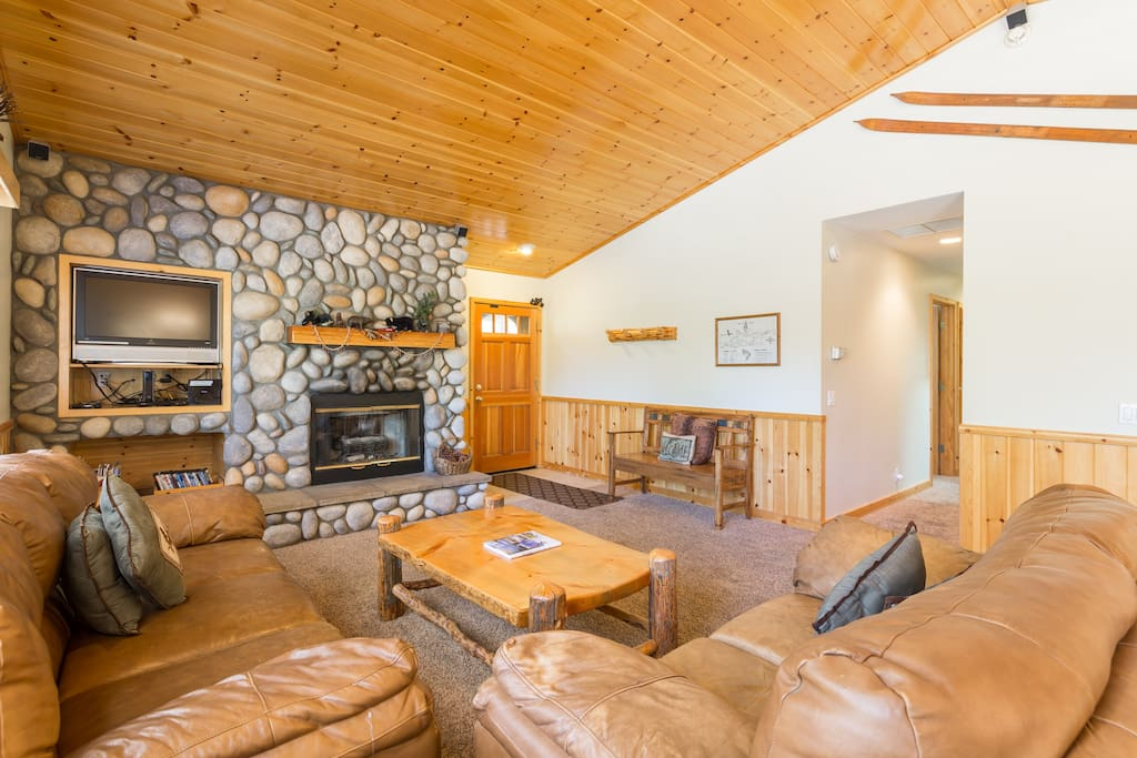 Gas Burning fireplace. High Ceilings. Beautiful Cabin Decor.