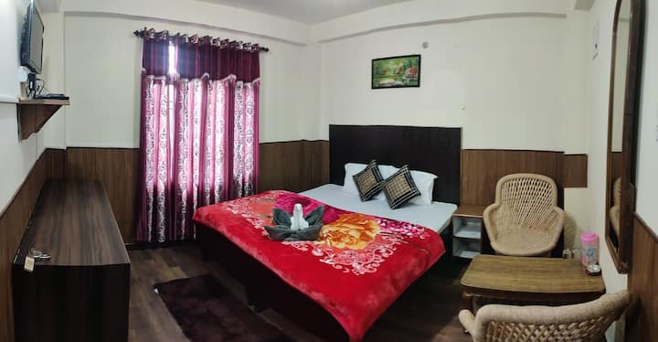 2bhk stay near mall located in tranquil enviorment