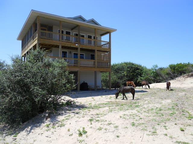 **NEW LISTING**Carova Beach, OBX Getaway 4x4 Area