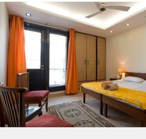 Chic Pvt bed bath WifiKitchn Washer - New Delhi  - Apartamento