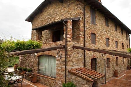 Villa in campagna con piscina - Pieve A Elici - วิลล่า