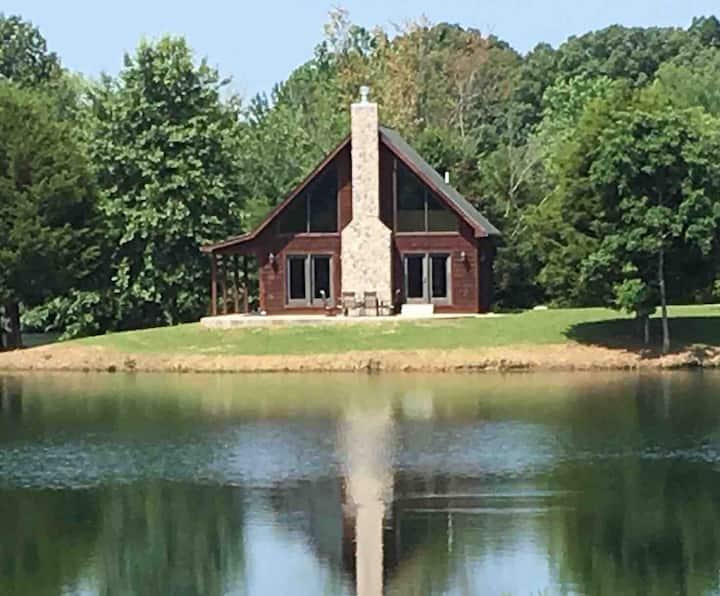 Modern Lakeside Cabin