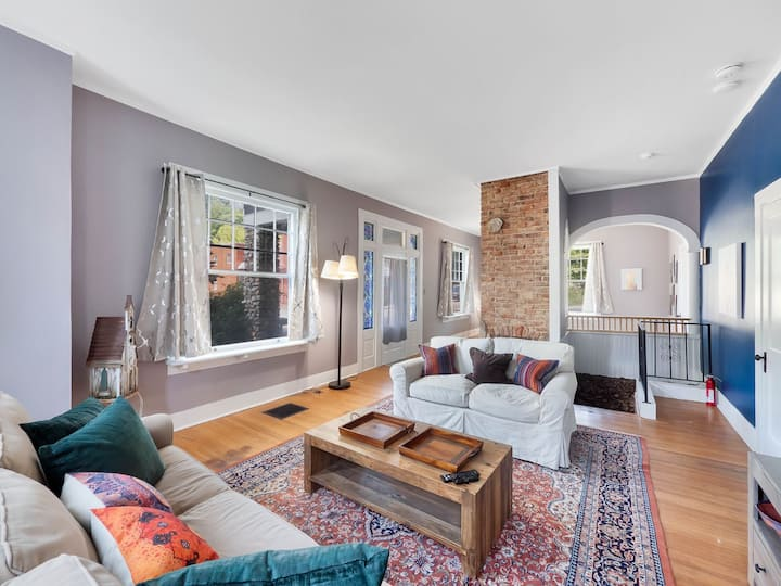 Rock Cottage: Unique home in a historic neighborhood, close to attractions