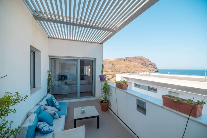 Apart. de Diseño con vistas al mar