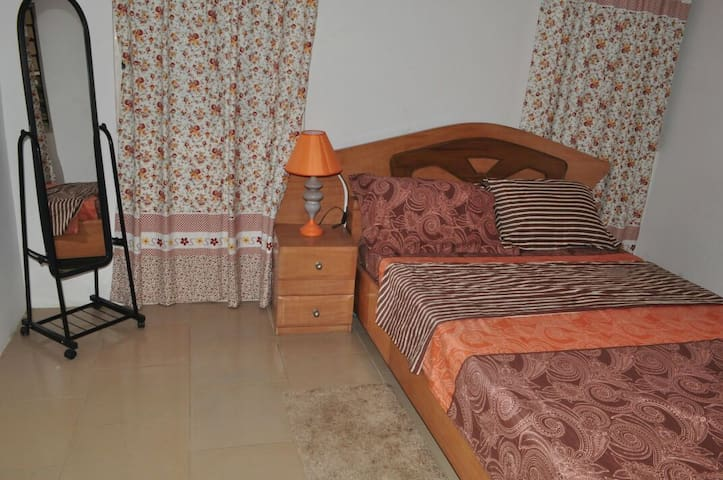 Porche Accents. A cozy 2 BD apt in Accra made - Accra - Flat