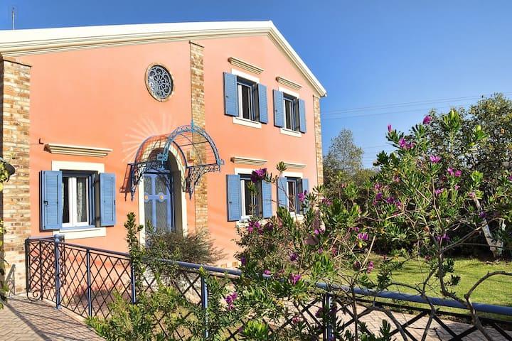 Casa dei Fiori-4BDR Villa near Corfu Town & Port