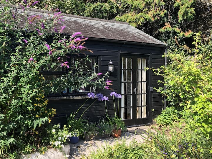 Charming cabin, best location in Falmouth, parking