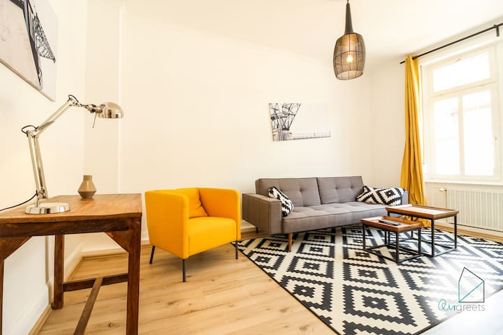 Modern & upscale apartment close to the Main