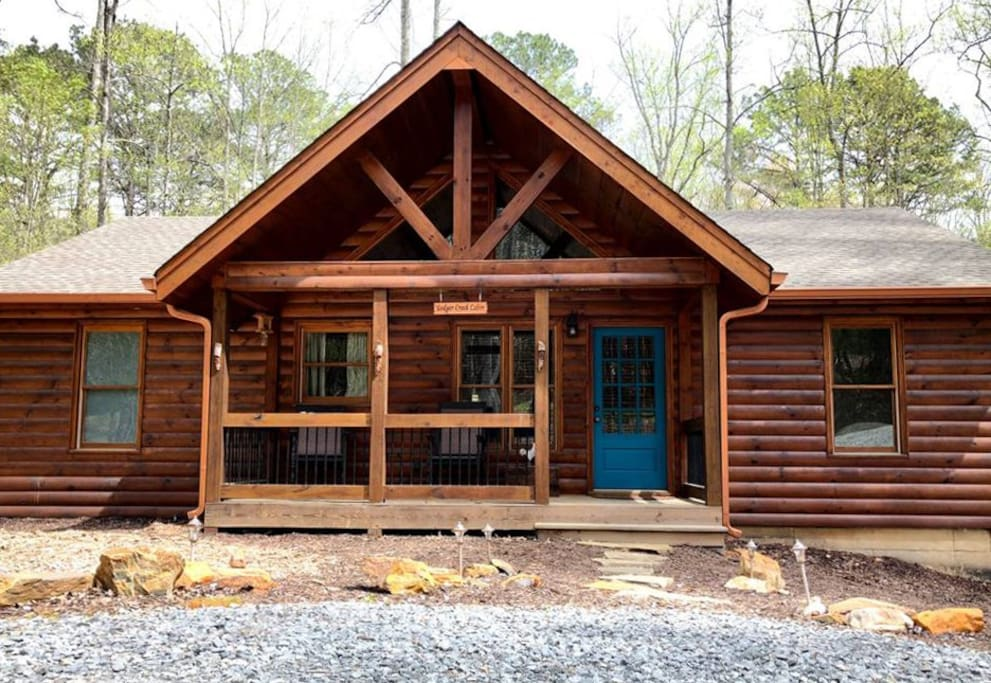 Front view of Ledger Creek Cabin