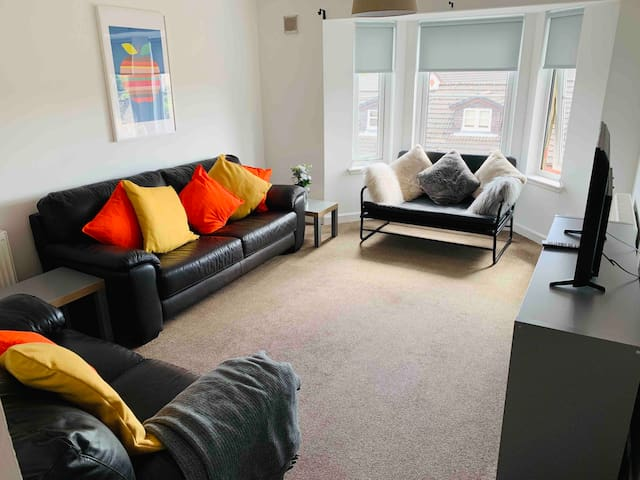 2 Bed Flat next to International Swimming Centre