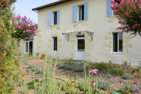 La Nouaison,  suite tout confort  - Sainte-Radegonde, Gironde - Pousada