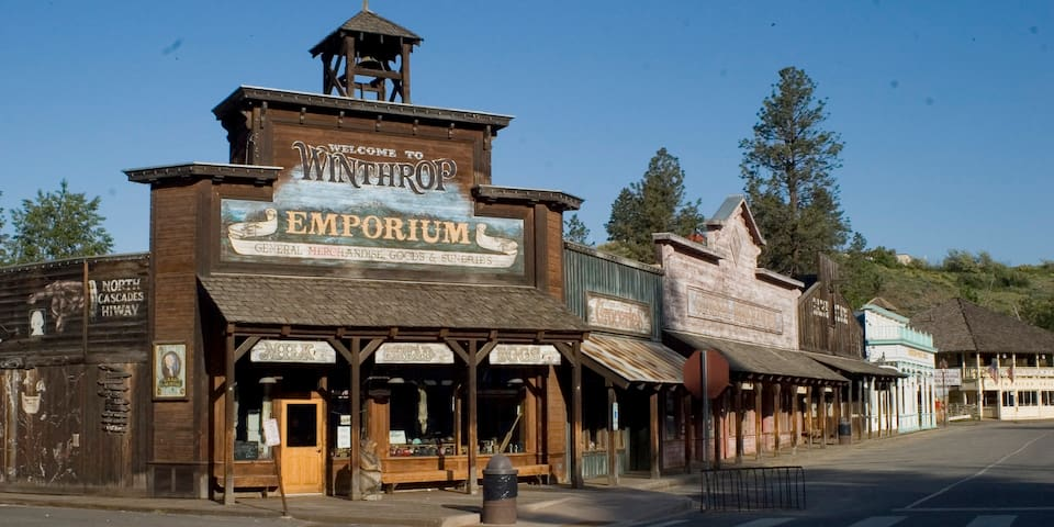 Less than 1 mile to the Old West town center of Winthrop--great food, shops and more