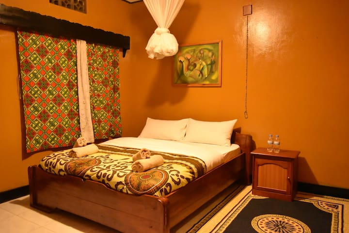Amahoro Guest House - Queen Private Room