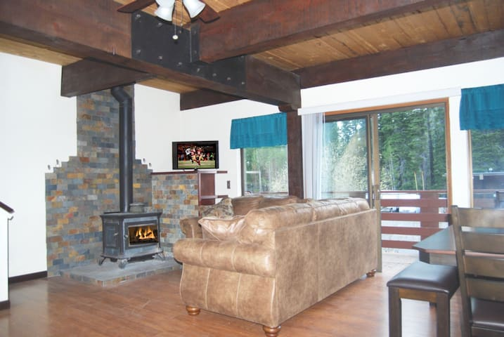 Lux. Remodeled Tahoe 3BR near Tahoe, Squaw, Alpine