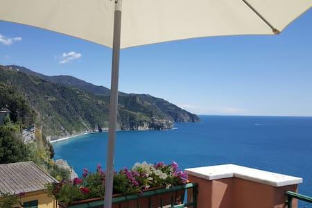 """""""La Torre"""" Corniglia sea view room! - Corniglia - Bed & Breakfast"""