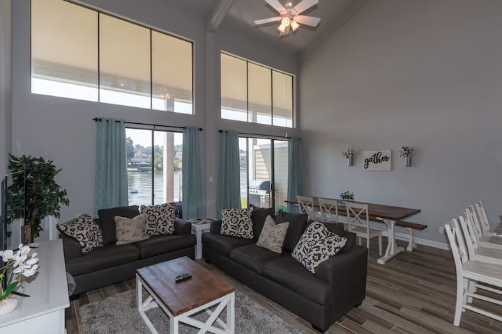 Luxury Waterfront/Conroe- 3BR/2.5 bath-Sleeps 13!!