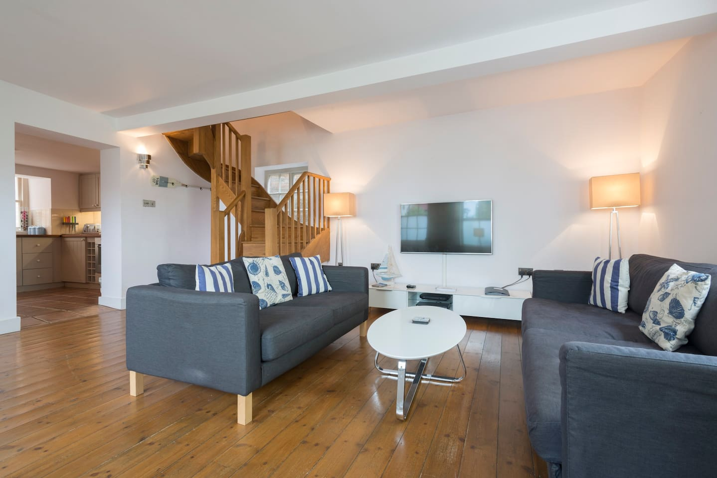 Luxurious living area - LED smart TV, Sky TV, fibre wifi