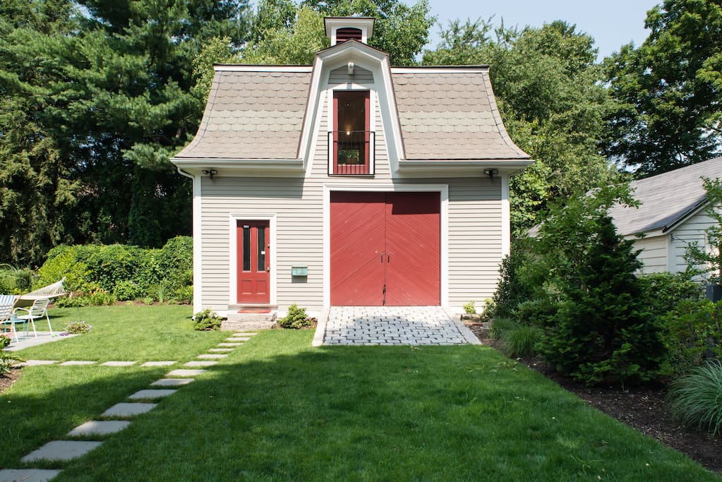 Historic Carriage House A Peaceful City Retreat