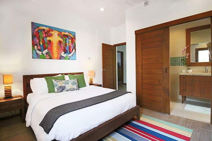 3rd bedroom with en-suite bathroom