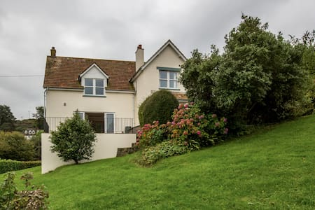 Large family home Amazing Views nr Lyme & Bridport - Bridport - Haus