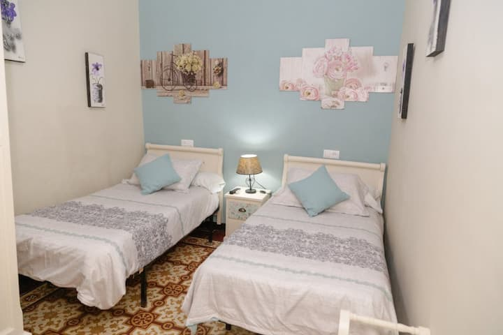 Pension Internacional - Habitación doble con baño privado - 2 camas - Tarifa estandar