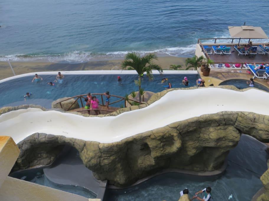 Tobogán en club de playa