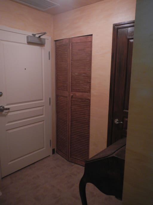 The entry, here you will find the washer and dryer and a small pull desk to put your keys.