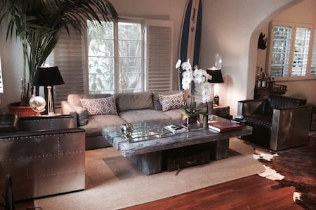 2 Bedroom Beautifully Designed - Beverly Hills - Apartment
