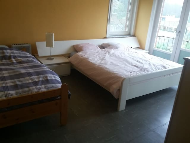 Cheap room for 3 persones
