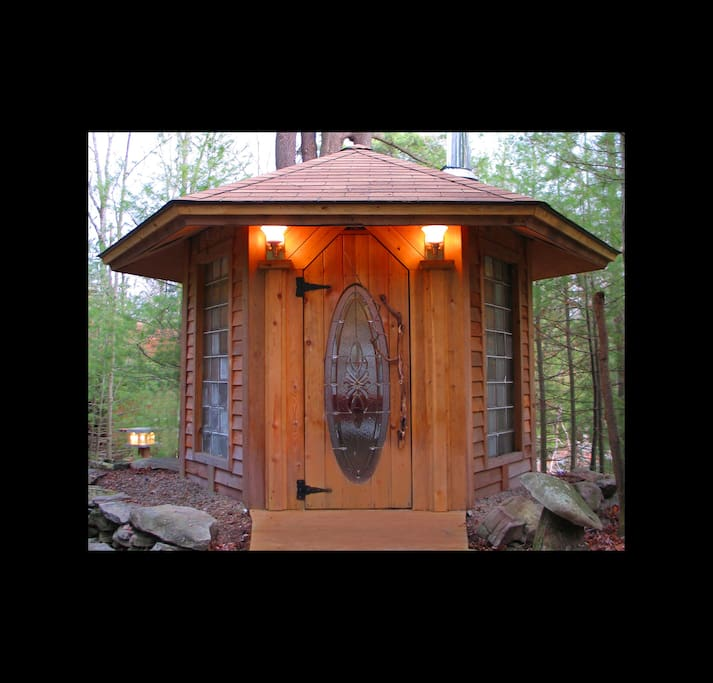 Artist Home Art Cabin In The Woods Cabins For Rent In