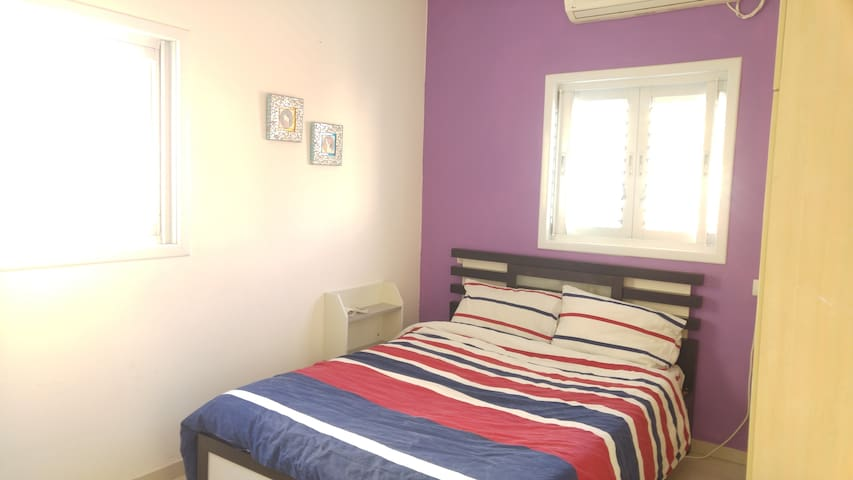Rooftop apt - right on WIS! - Rehovot - Apartamento