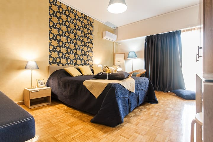 1. Athens Metro Station Airbnb room near Acropolis - Athina - Wohnung