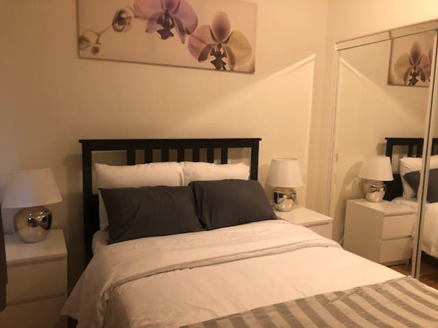 2BR near Lake Merritt & Bart. Self-Checkin. WiFi!