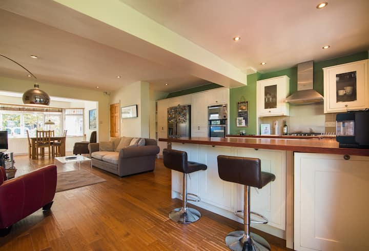 Gorgeous & Spacious West Didsbury Home with Garden