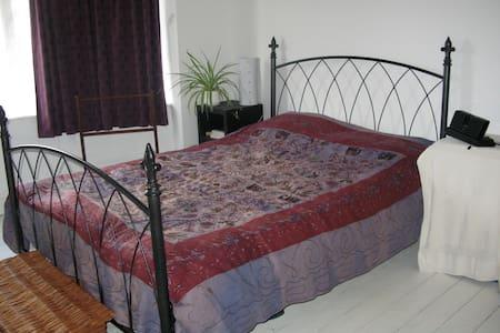 Quiet double room in Portslade - Portslade - Casa