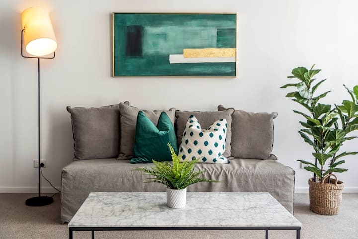 Kingsborough - Emerald Apartment