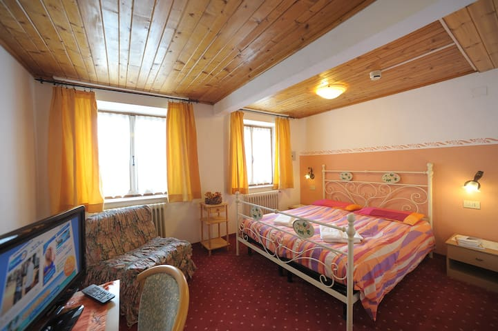 old fashion typical mountains hotel - Malga Ciapela - Bed & Breakfast