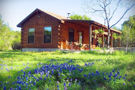 Romantic Log Cabin on Smith Creek