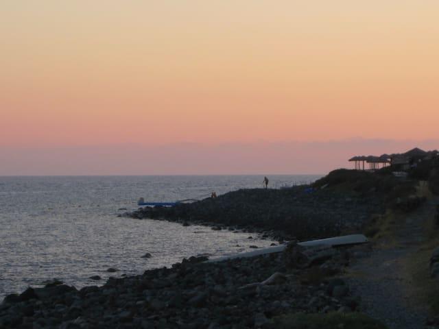 10 m.sul mare - filicudi  - Casa